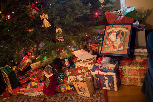 Presents-under-the-Christmas-tree